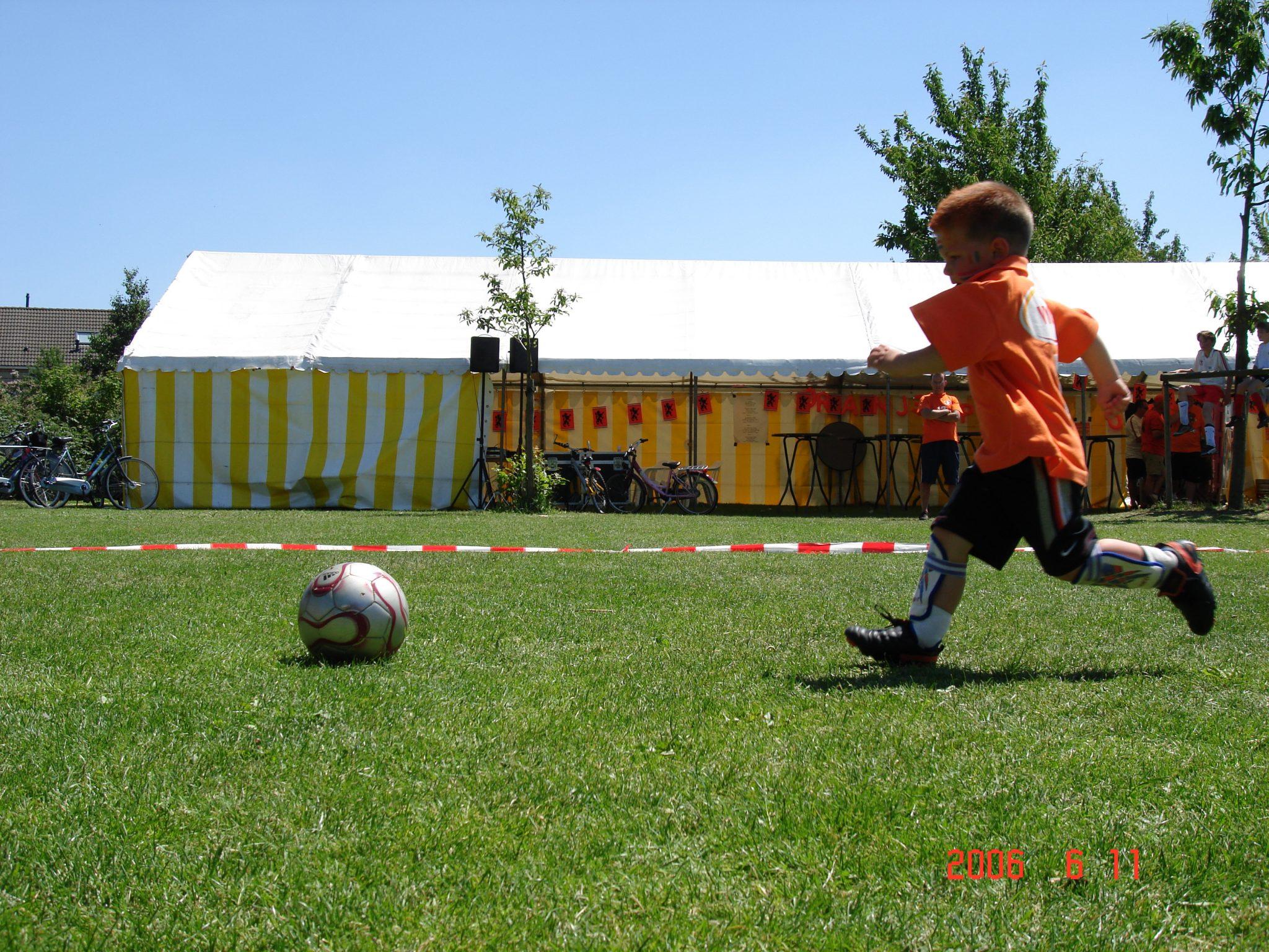 Voetbalfeest voor de jongste jeugd VV Dongen